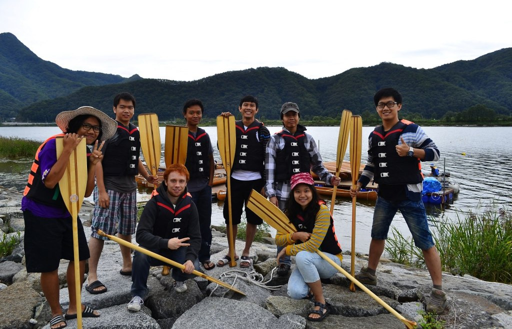 Playing canoe with friends at Chuncheon