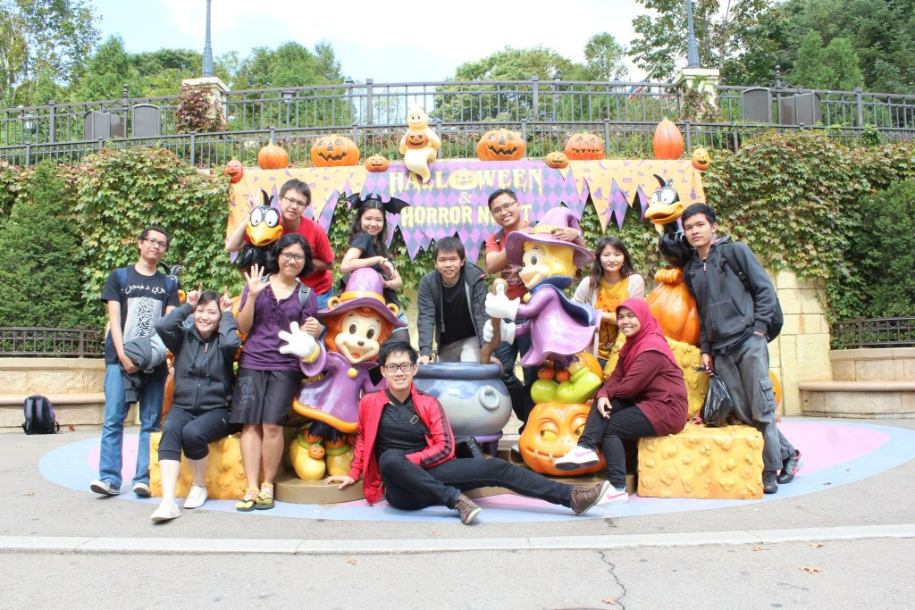 Spending holiday time with Indonesia friends in Everland, the largest theme park in South Korea.