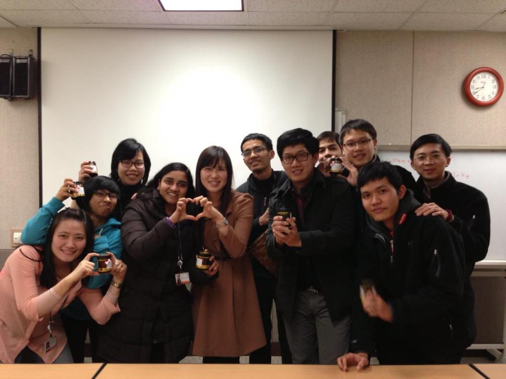 Together with teacher (선생님) and classmates in the last Korean class of first semester.