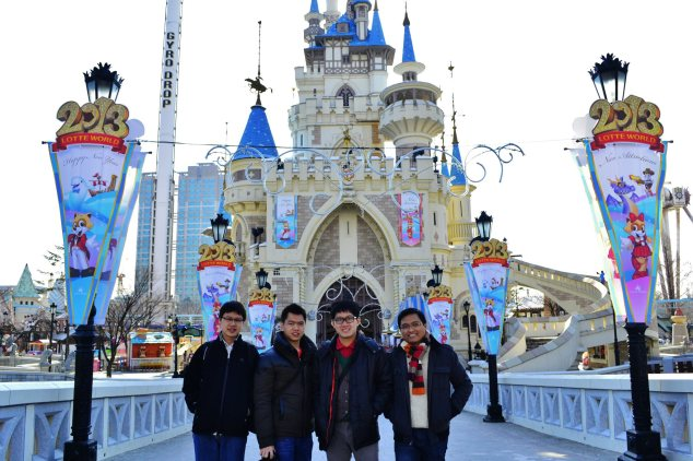 Have fun together at Lotte World.