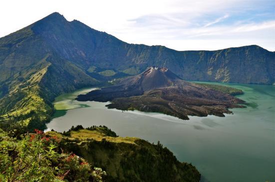 Gunung Rinjani, Pulau Lombok, Nusa Tenggara Barat.