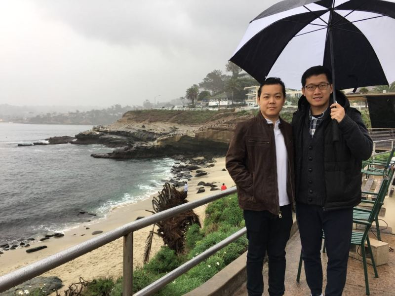 Here is my cousin and me on the rainy day at La Jolla Cove. (Photographed by my aunt)